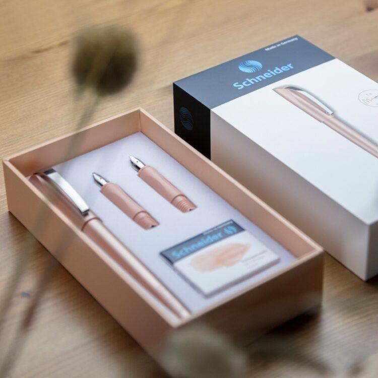 Set cadou stilou caligrafie Callissima Schneider Caisă model